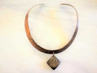HAMMERED COPPER CHOKER AND PENDANT